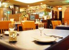福山と~ぶホテルB1階地中海料理「ズッケロサーレ」内装